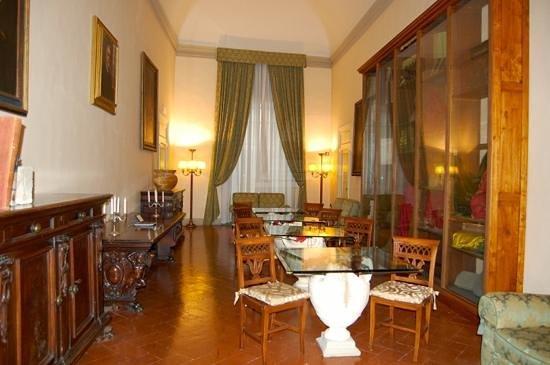 Palazzo Magnani Feroni: hallway outside suite