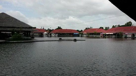 Hua Hin Sam Phan Nam Floating Market : floating market