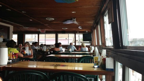 Big Sam's Grill and Raw Bar: Tables at Big Sam's