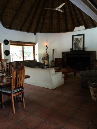 Serondella Game Lodge : Comfy area to hang out
