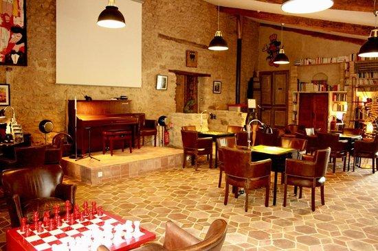 Le Mas de Fontefiguieres : Avec piano, tables de jeux, échiquier ...