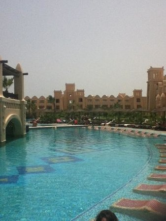 Hotel Riu Touareg : even sun beds in the pool.