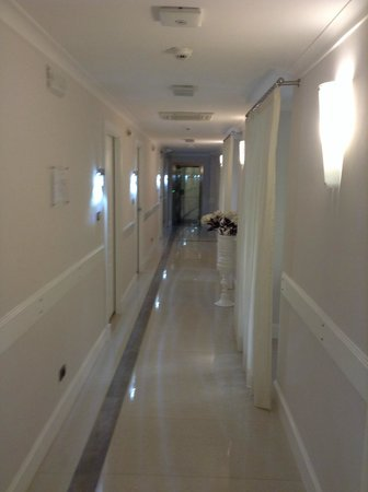 Demetra Hotel: hallway