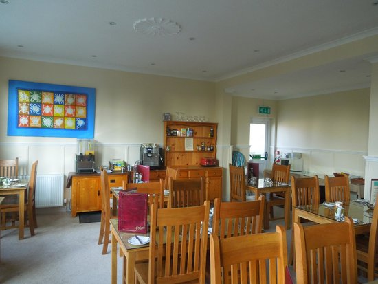 The Quies: Breakfast room that had 24 hr. access to tea, coffee, OJ or hot chocolate