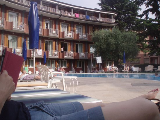 Hotel Continental: Sitting at the pool