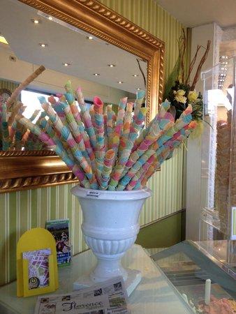 Gelateria La Carraia: Tiny stacked cones