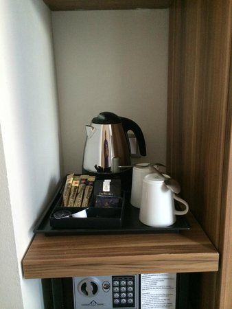 Holiday Inn Express Frankfurt City Hauptbahnhof: Coffee and tea.