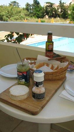 Oscar Suites & Village: snacks on our balcany