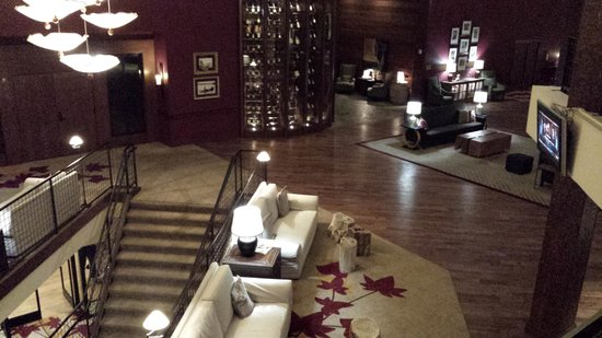 Lake Arrowhead Resort and Spa, Autograph Collection : Nice lobby - Relax with a book+++
