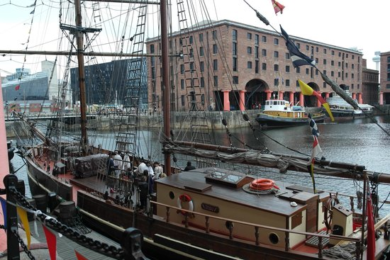 Albert Dock : BOAT