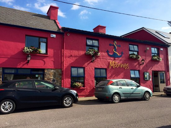 The Moorings Guesthouse : The hotel and the Pub in the beautiful and peaceful Portmagee!