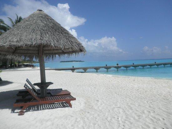 Sun Island Resort: Beach