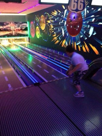 Seashore Holiday Park - Haven: The small ten pin bowling in arcade complex
