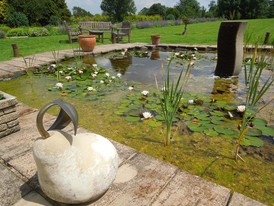 The Pear Tree at Purton: Lily pond and fountain