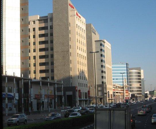 Ibis Deira City Centre: отель с улицы