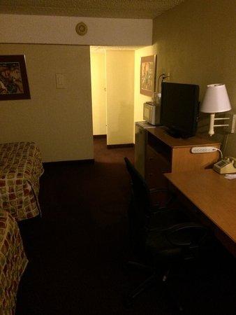 Travelodge Flagstaff: Bedroom walkway