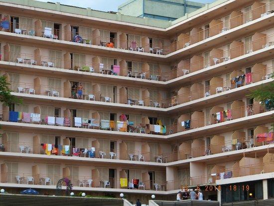 H·TOP Gran Casino Royal: Rooms facing the pool area
