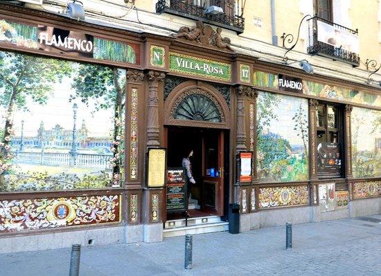 Intur Palacio San Martin : В этом ресторане можно посмотреть лучшие в Испании программы фламенко