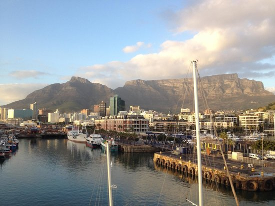 Victoria & Alfred Hotel: View of the harbor and Table Mountain from our 4th floor loft...