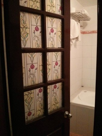 Little Hanoi Hotel 3 : bathroom door
