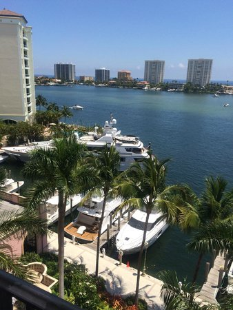 Boca Raton Resort, A Waldorf Astoria Resort: view during the day... lots of boats