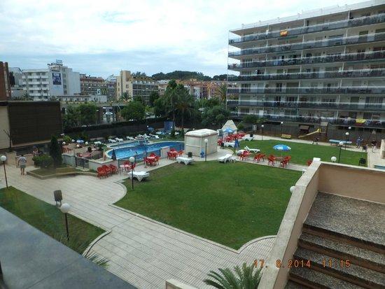H·TOP Gran Casino Royal: Pool and Upper sunbathing area