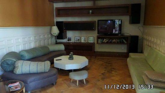Happy House Hostel: Sala de TV