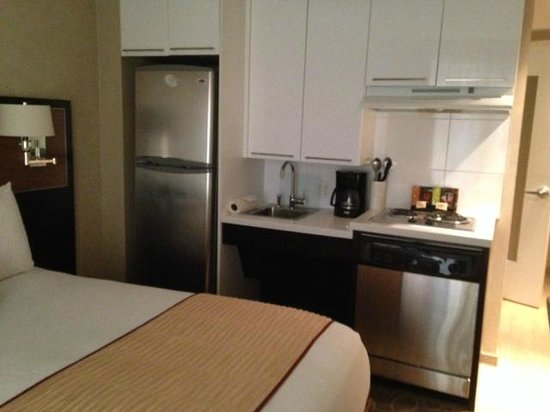 Staybridge Suites Times Square - New York City: kitchenette in standard (least expensive) room
