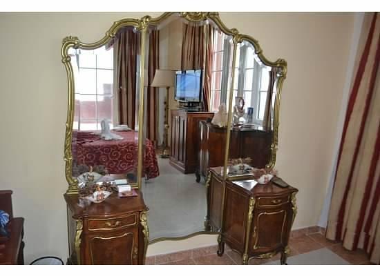 Hotel Roc Presidente: Antique Furniture in the Suite