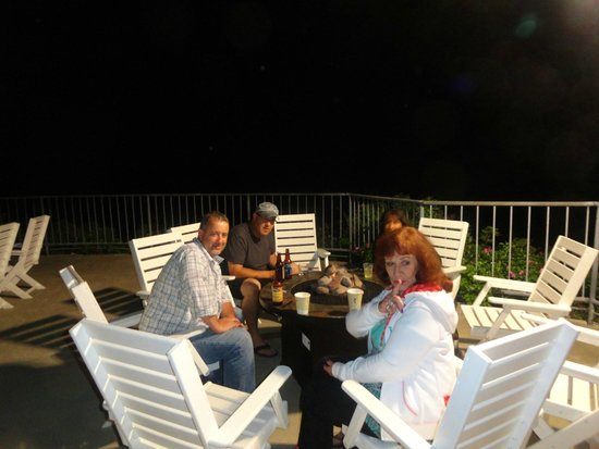 Cliff House: the fire pit on the deck outside lounge and dining room..you can eat out here too