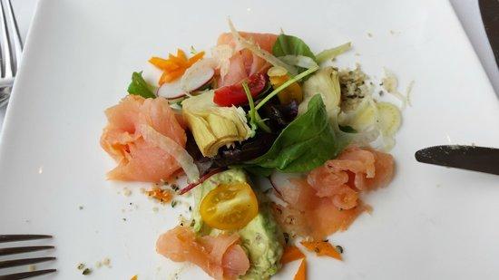Restaurant Bataviahaven: Salade met gerookte zalm (had er al een hapje van op!)
