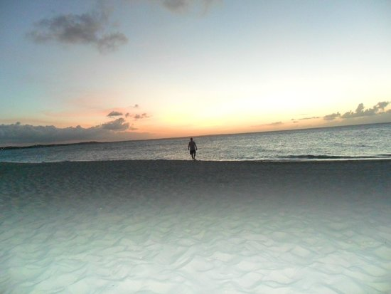 The Sands at Grace Bay: Gorgeous sunsets every night