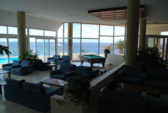 Scaleta Beach Hotel: Холл