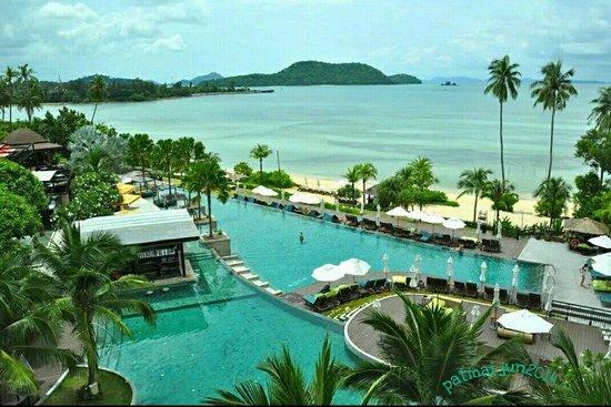 Pullman Phuket Panwa Beach Resort: Pool/sea view from our room (june 2014)