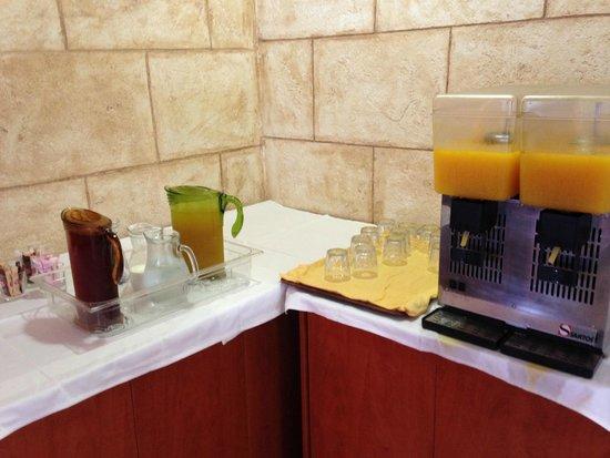 Alianthos Beach Hotel: De drankhoek voor breakfast