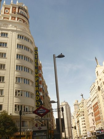 Emperador Hotel Madrid: Vista esterna