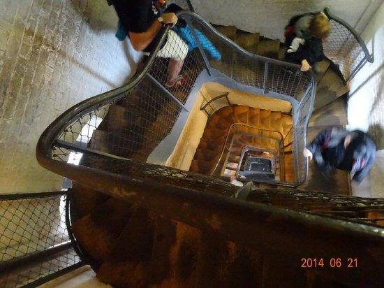 Berlin Cathedral: Dom上部に上る階段