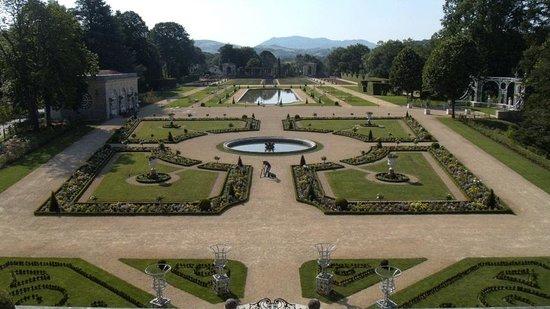 Villa Arnaga : Les Jardins à la française. Fin de restauration prévue en juin 2014