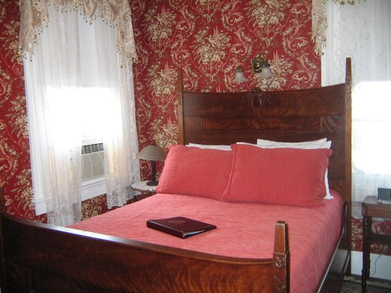The Mason Cottage Bed & Breakfast Inn: The Madison Room Double Bed
