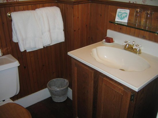 The Mason Cottage Bed & Breakfast Inn: Bathroom