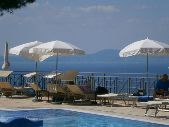 Grand Hotel President: A view across the pool area towards parts of Naples