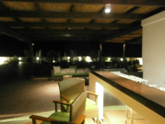 Grand Hotel President: An evening view of the rooftop bar and seating area