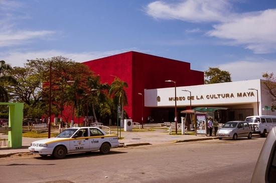 Museo de la Cultura Maya : the muesum... in this photo if you turn and go right 2 blocks there is a great place to eat near