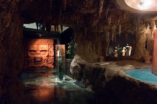 Museo de la Cultura Maya : inside the museum... lower level