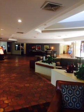 DoubleTree by Hilton Phoenix Tempe: Hotel Lobby