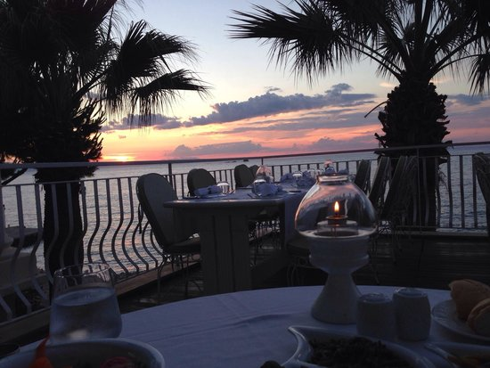 Kalem Island Oliviera Resort : Gun batiminda aksam yemegi.