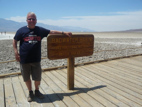 Bindlestiff Tours - Day Tours : Thomas am Badwater Basin