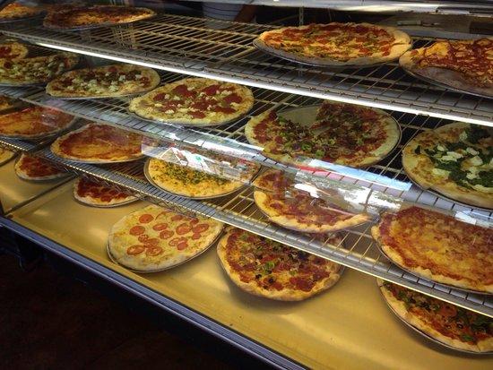 Landini's Pizzeria : Good selection