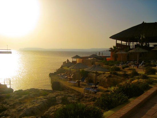 Ramla Bay Resort: lounging area by the water