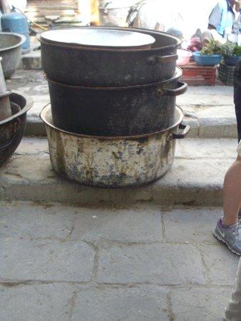 Médina de Fès : Seffarine Square - Huge pots for rent